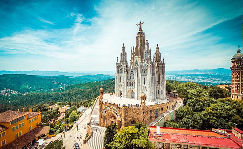 El Tibidabo y la iglesia del Sagrado Corazón, Barcelona