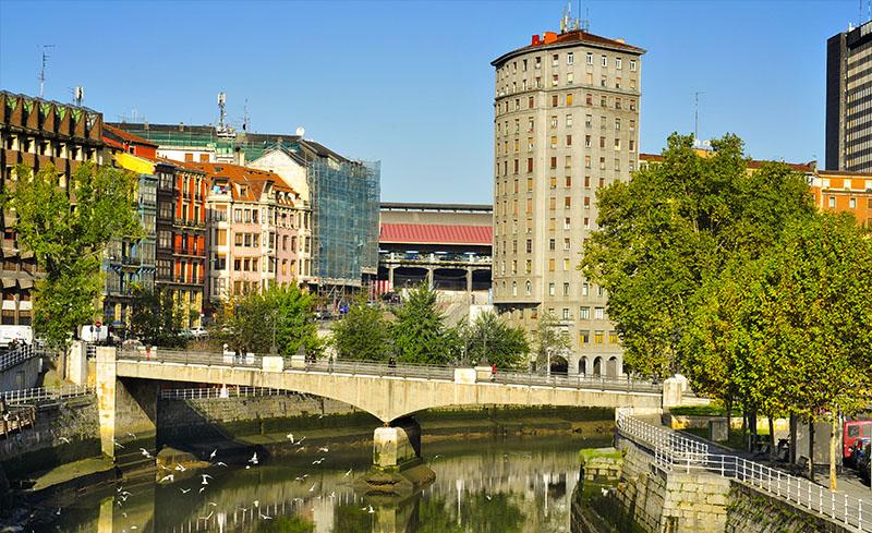 Arquitectura de Bilbao, junto a la ría