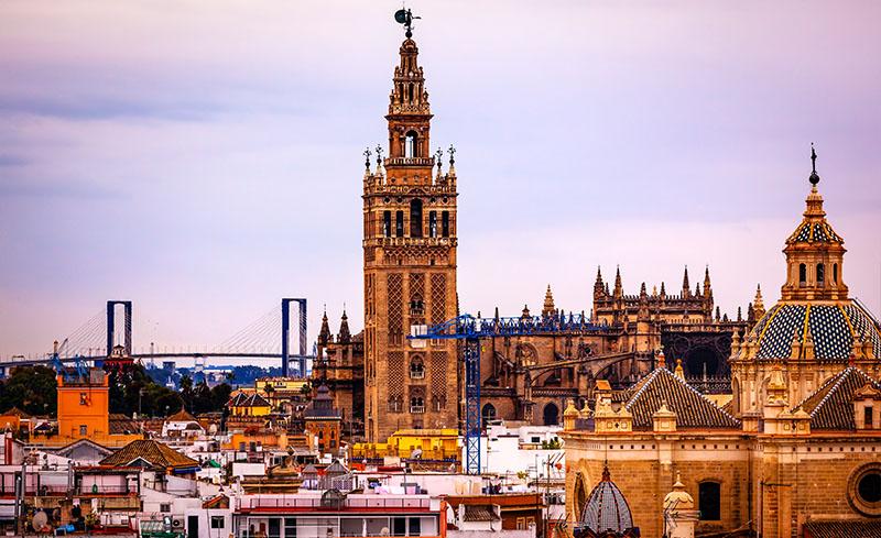 La Giralda y la catedral de Sevilla